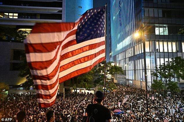 چین آمریکا را به اقدام تلافی جویانه در صورت تصویب قانون حمایت از معترضان هنگ کنگی تهدید کرد