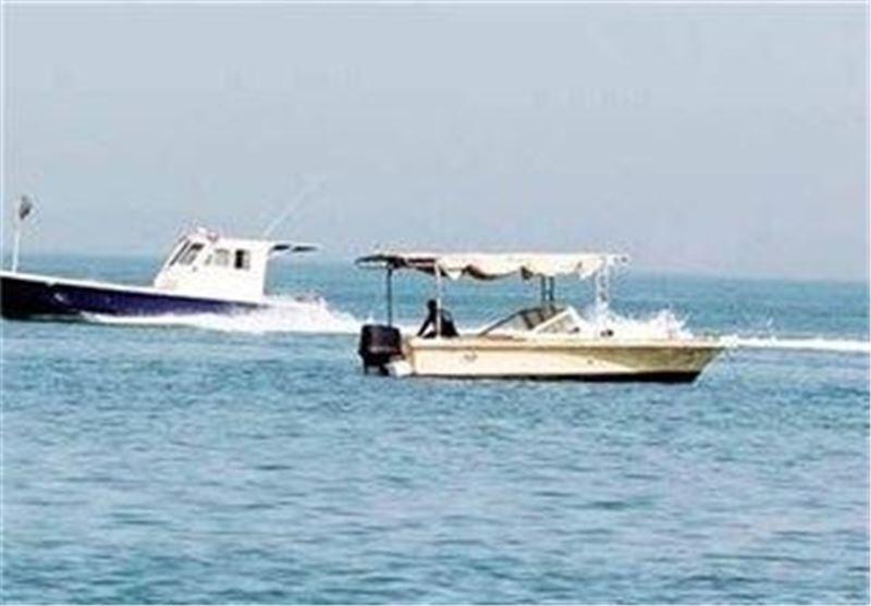 نجات 2 سرنشین سرگردان قایق صیادی در آبهای دریای عمان