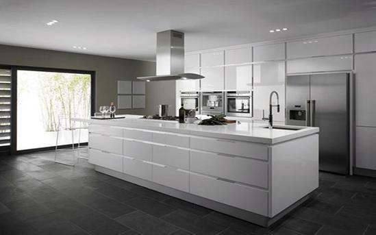 طراحی دکوراسیون آشپزخانه با رنگ سفید