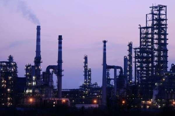 قیمت نفت خام در بازار جهانی سقوط بی سابقه ای را تجربه می نماید
