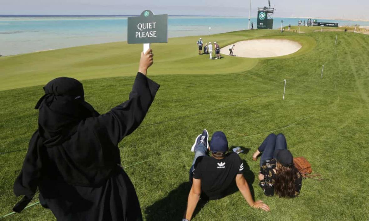 اولین مسابقه گلف زنان در عربستان سعودی، شرط: پوشیدن شلوار بلند
