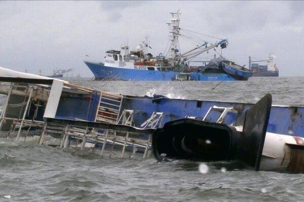 واژگونی کشتی مسافربری در آبهای تنگه بالی در اندونزی، شش تن کشته شد